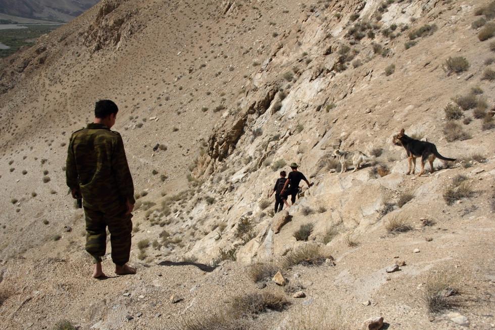 2017. gada 23. jūlijs. Tadžikistāna, Avdža. Uz karstajiem avotiem ar armijas eskortu