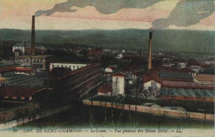 """L'usine Gillet à Saint-Chamond se trouve dans le département de la Loire en région Auvergne-Rhône-Alpes.Créée en 1861, par François Gillet, l'usine est une teinturerie située au bord de la rivière du Gier.  Construite par l'architecte André Gaspard, le site est inscritau titre des Monuments historiques depuis 1995.L'usine produit de la soie artificielle connue sous le nom """"la soie d'Izieux"""".  Le site ferme ses portes en 1976, suite à des difficultées financières consécutives au premier choc pétroiler de 1973."""