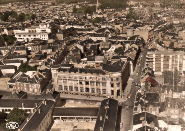 La ville de Châteauroux est la préfecture  du département de l'Indre, en région Centre-Val de Loire.