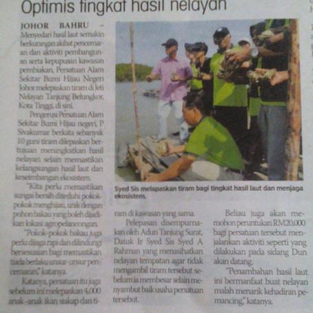 GES melepaskan 2000 tiram ke Sungai Tanjung Belungkor, Pengerang.