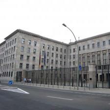 Un edificio simbolo… dal ministero dell'aviazione alla costruzione del muro