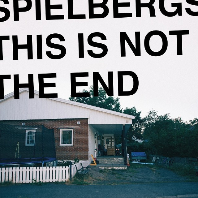 Capa do álbum This Is Not The End de Spielbergs (novo rock alternativo)