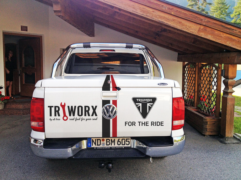 VW Amarok-hinten.jpg