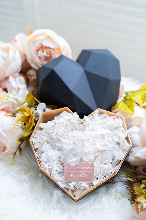 現貨 - 韓式心型永生花盒(黑色盒,純潔白花)