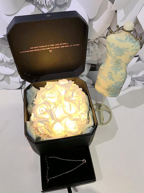 聖誕特別版- LED香檳金發光花連真皮襯托 (玫瑰金鈦鋼頸鏈飾物禮盒裝)