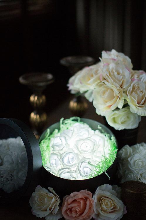 現貨 - 39朵韓式閃亮玫瑰圓形花盒 (純潔白光)