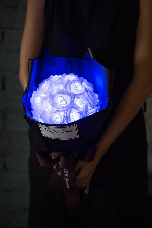 現貨 - 39朵 閃亮玫瑰花束 (黑紙秀麗藍光)
