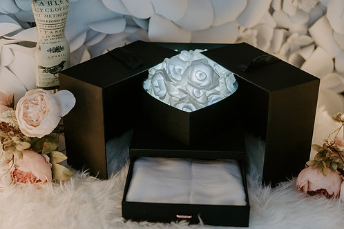 現貨 - 韓式閃亮玫瑰頸巾首飾盒 (純潔白光 + 白色頸巾)