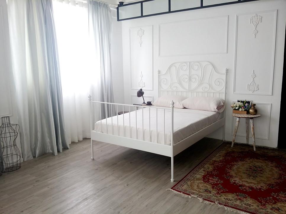 bed frame,furniture,room,floor,bed