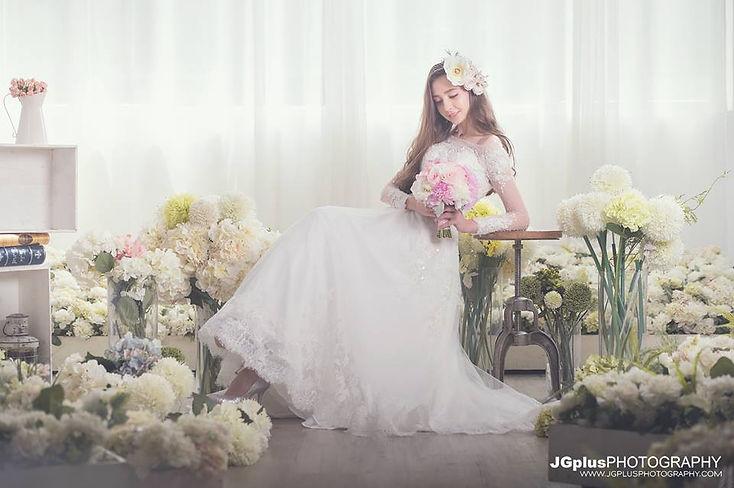 JGplusPHOTOGRAPHY www.jGPLUSPHOTOGRAPHYCoM,flower,gown,bride,flower arranging,wedding dress