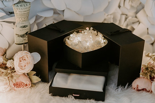 現貨 - 韓式發光永生花頸巾首飾盒 (純潔白色花 + 白色頸巾)