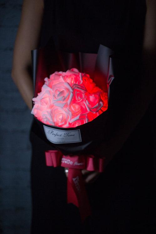 現貨 - 39朵 閃亮玫瑰花束 (黑紙熱情紅光)