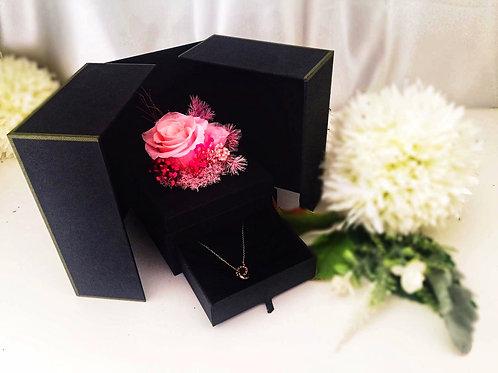 [恒生員工限時優惠] 現貨 - 韓式永生玫瑰花首飾盒 + 玫瑰金鈦鋼頸鏈(粉紅色)