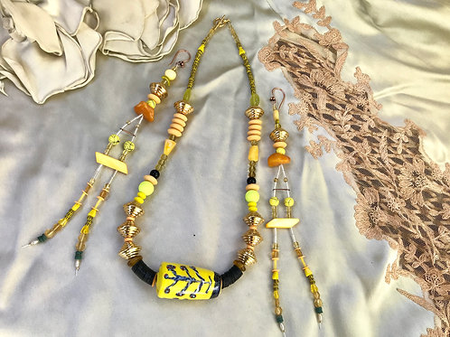 Golden gal necklace & earring set