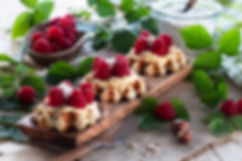 Waffeln-Himbeeren-with-cream.jpg