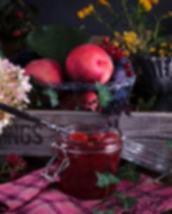 Konfiture-mit-Früchtekiste-arrangiert-fu