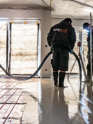 Výšku vaší podlahy při lití si hlídáme rotačním laserem