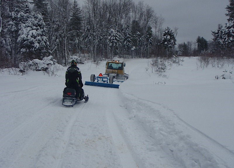 feb 14 snowmobile 029.jpg