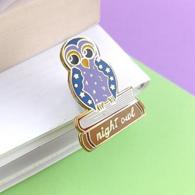Night owl reader lapel pin