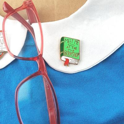 Meet me at the bookshop lapel pin