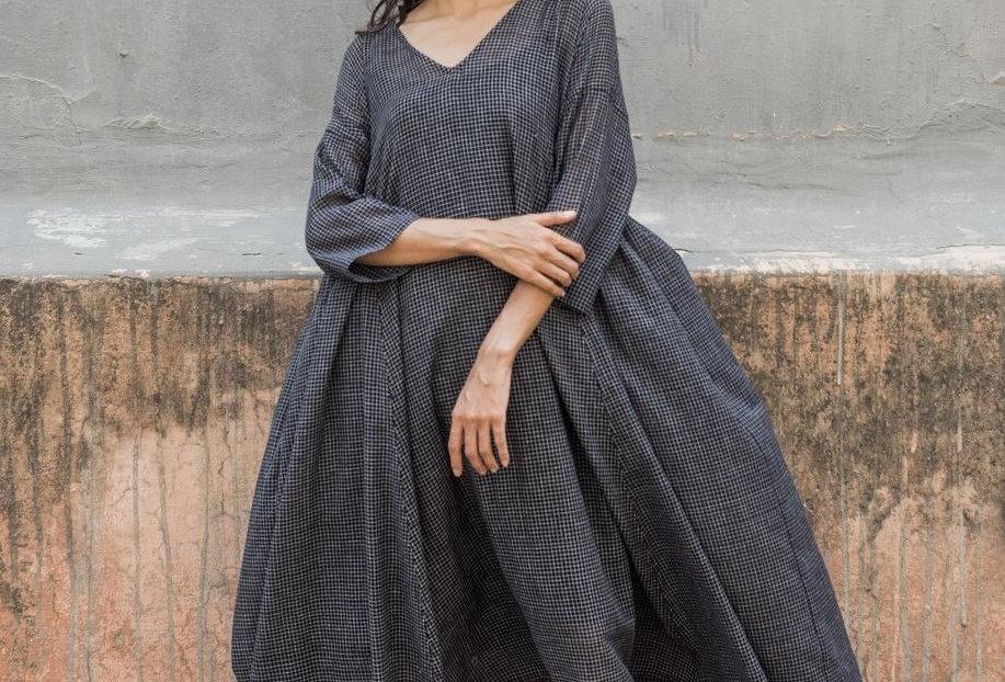 Milos V-neck Dress | black check