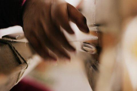 Pashmina weavers in srinagar kashmir
