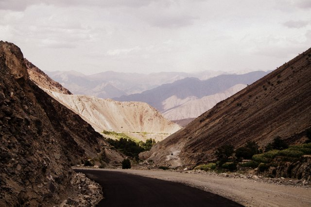 Heading down the Northern side of the pass, towards Chilas and the Karakoram Highway.