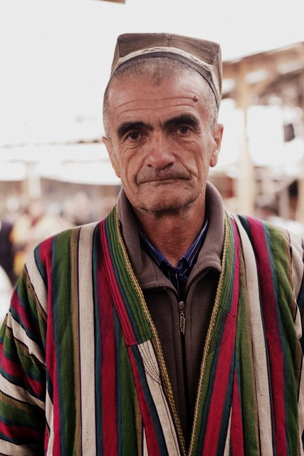 A man in a traditional chapan in Urgut