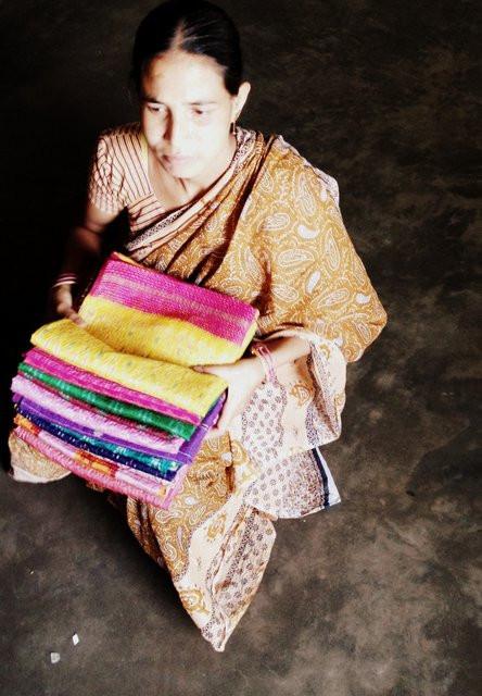 Kantha Sari Scarf artisan in West Bengal