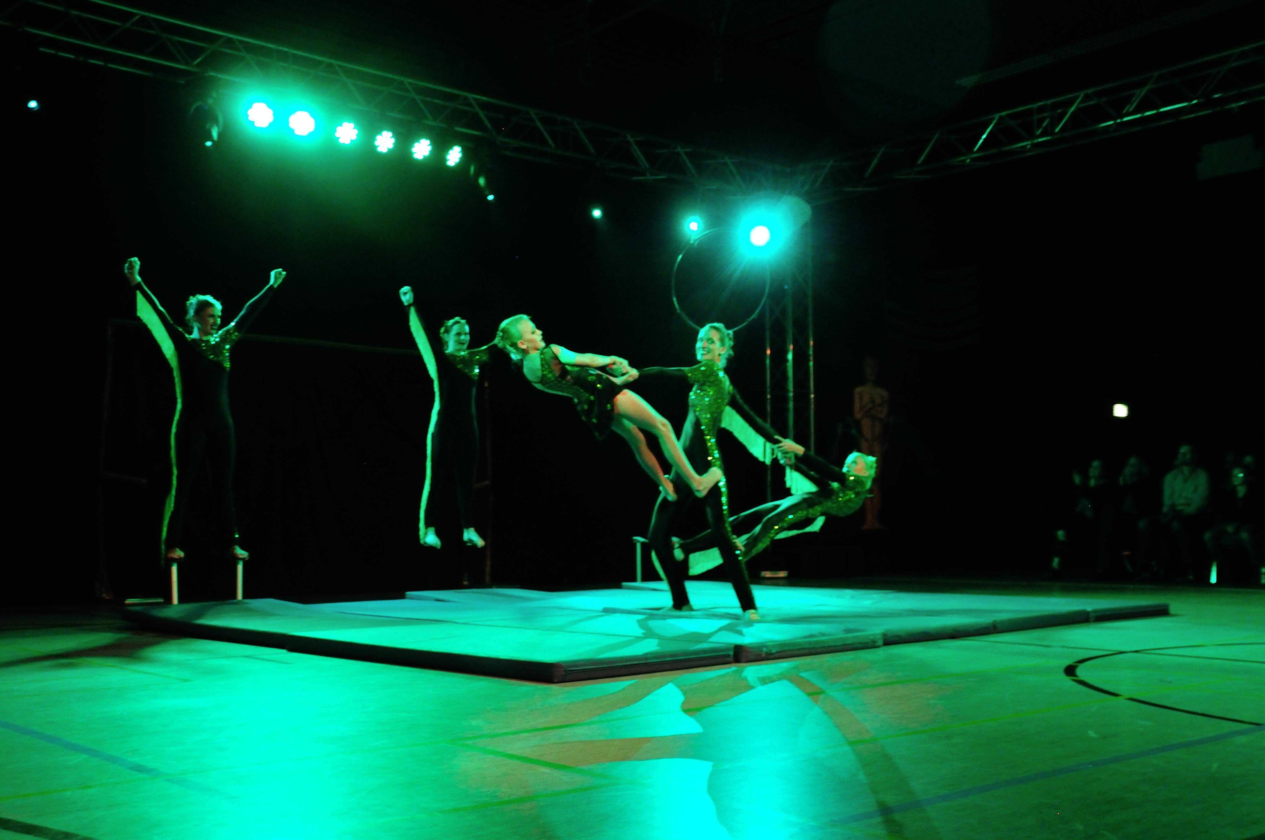 Handstand-Akrobatik 2015