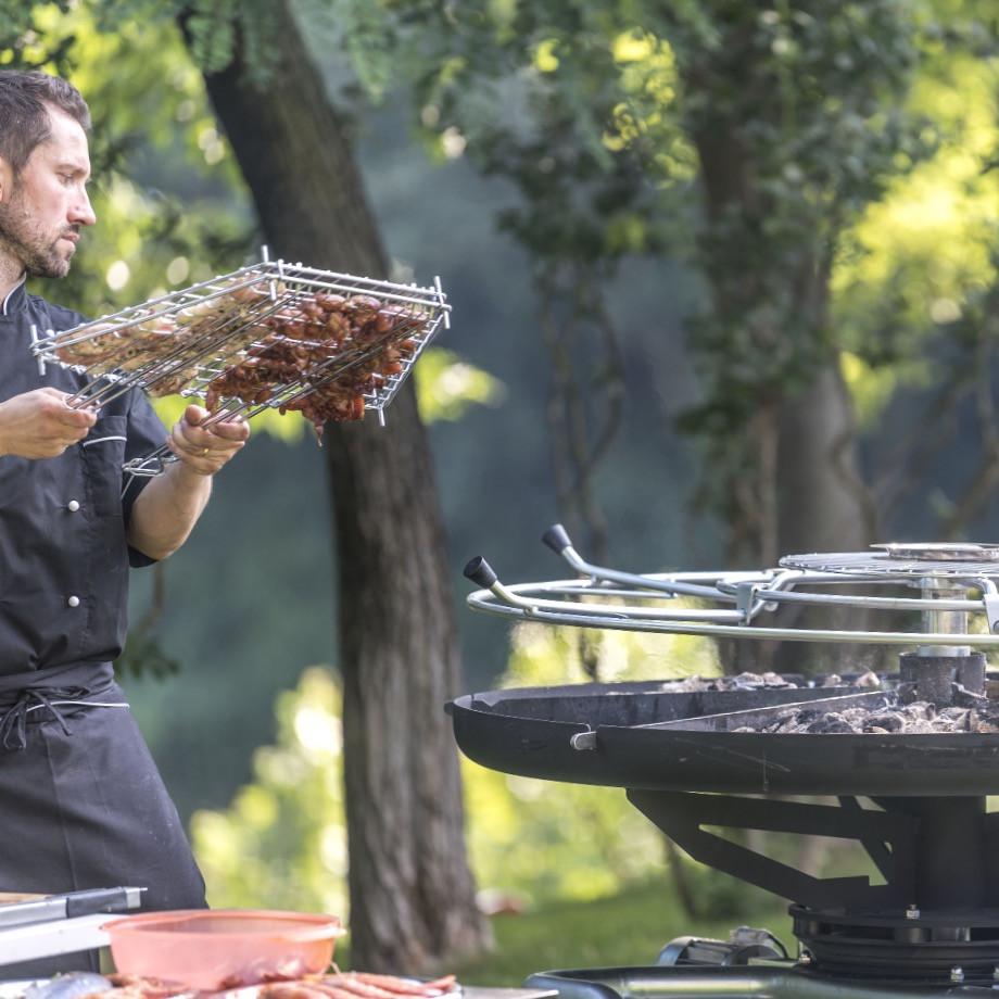 GiraBrace. Preparazione carne nella griglia