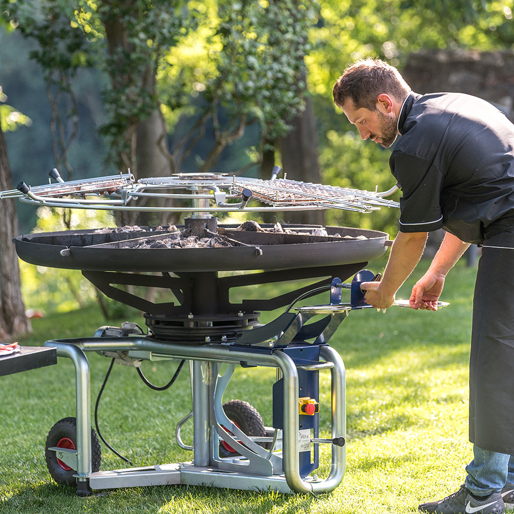 GiraBrace. Barbecue lower the hob