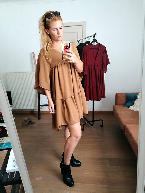 A line-dress camel