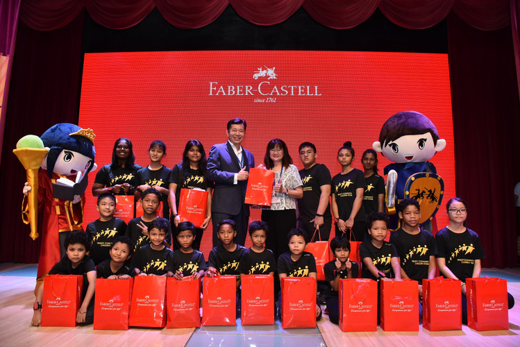 Handover Ceremony To Trinity Community Children's Home. Center (L-R)Mr Andrew Woon, Managing Director of A.W Faber-Castell (M) Sdn Bhd, Ms Wendy Hew Manager of Trinity Community Children's Home-min