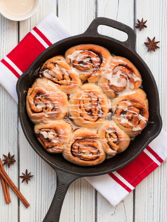 Christmas Morning Maple Cinnamon Rolls - Vegan