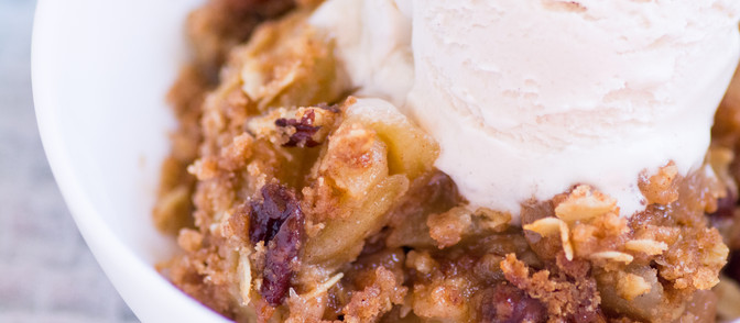 Warm Cinnamon Apple Crisp - Vegan