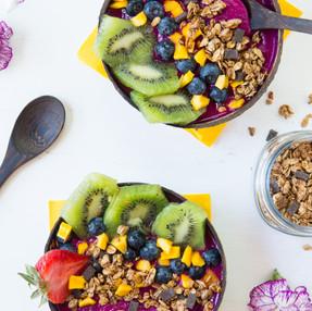 How to Make a Vegan Tropical Pitaya (Dragon Fruit) Smoothie Bowl + Video