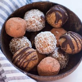 FUDGEY CARAMEL BLISS BALLS (3 ways!) - Vegan (recipe + video)