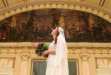 Braut mit Brautschleier in der Heidelberger Stadthalle