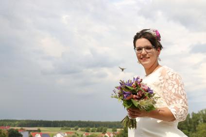 Braut Inge mit tierischem Begleiter - Foto von Ohana Photography