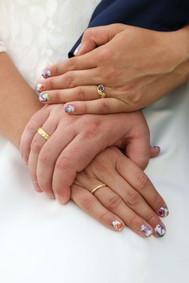 Hand in Hand - die Eheringe von Inge und Benjamin