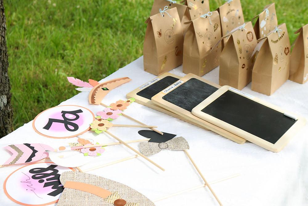 Foto-Tisch mit Photobooth, Tafelspeil und Überraschungstüten.