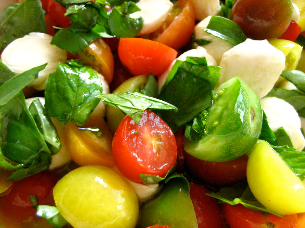 cherry-tomatoes-basil-ciliegine-salad.jpg