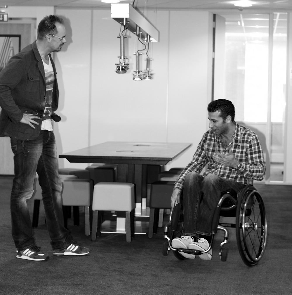 """Marc de Hond repeteert met regisseur Silvester Zwaneveld voor zijn voorstelling """"Scherven Brengen Geluk"""""""