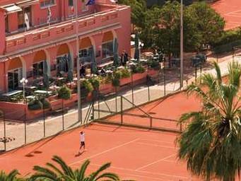 フランスでテニスを楽しむロングステイ