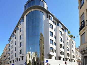 4つ星レジデンス型ホテル「Goldstar Resort & Suites(ゴールドスターリゾート&スイート)」の情報を追加しました!