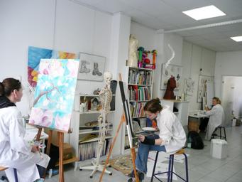 ニースの美術学校で絵画を楽しむロングステイ