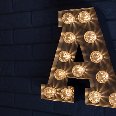Lettres boîtiers avec ampoules style Broadway