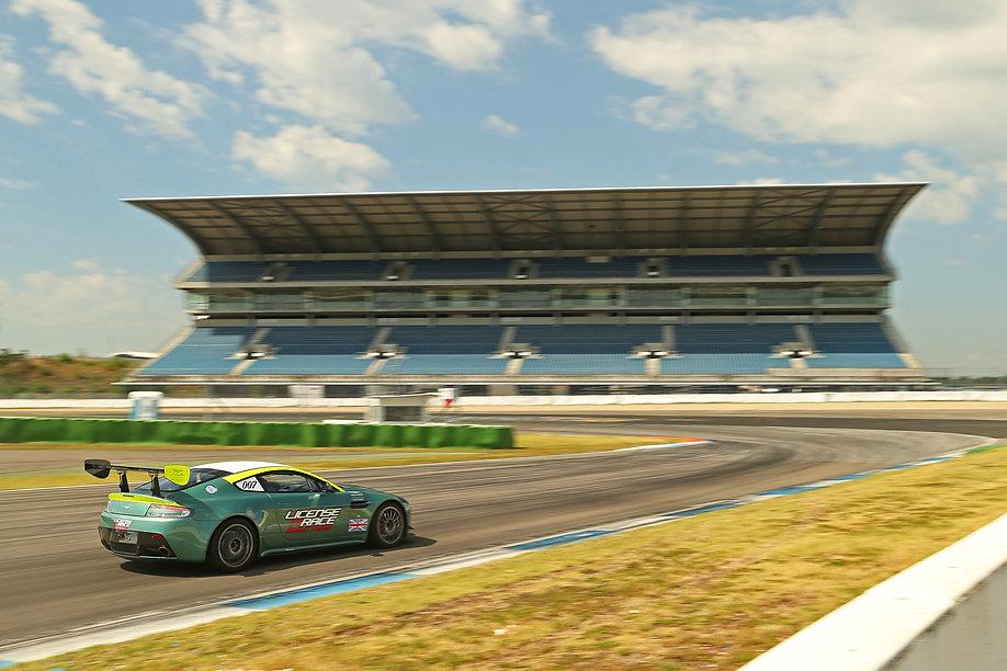 License to race, Aston Martin, track day, perfromance training, rennstrecke