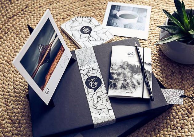 Paper Box Creative : Nous avons imaginé et créé une Box contenant toutes sortes de supports avec un univers graphique mettant à l'honneur la qualité des papiers utilisés et la forme originale des supports de communication